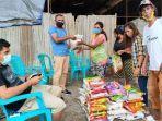 taman-daun-lembata-bagi-sembako-untuk-warga-eks-pengungsi-timor-leste-di-kupang.jpg