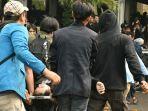 terindikasi-narkoba-empat-mahasiswa-di-bandung-yang-ditangkap-pasca-aksi-demo-jadi-tersangka.jpg