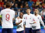timnas-inggris-harry-kane-kiri-merayakan-gol-kedua-disambut-dengan-rekan-rekannya-raheem.jpg