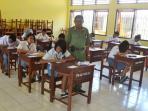 ujian-sekolah-ujian-nasional-maxi-nggeolima.jpg