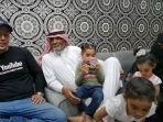 umi-hanan-dan-suami-di-arab-saudi.jpg
