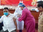 wabup-sumba-barat-menerima-suntikan-vaksin-virus-corona.jpg