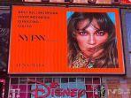 wajah-luna-maya-terpampang-di-salah-satu-billboard-di-times-square-new-york-city.jpg
