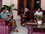wakil-ketua-tp-pkk-ntt-dan-pimpinan-pt-timor-media-grafika-bicara-stunting-dan-pendidikan-digital.jpg