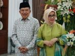 wakil-presiden-jusuf-kalla-bersama-istri-mufidah-kalla_20180628_190339.jpg