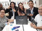 wakil-walikota-kupang-jadi-customer-perdana-di-ses-boyong-samsung-s20-ultra.jpg