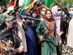 wanita-afganistan-angkat-senjata-siap-lawan-militan-taliban.jpg