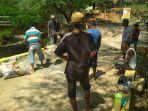 warga-dari-kelurahan-liliba-dan-kelurahan-naimata-kota-kupang-swadaya-memperbaiki-jalan.jpg