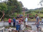 warga-desa-persiapan-sita-puu-manggarai-timur-gotong-royong-bangun-kantor-desa.jpg