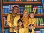 yahya-ado-bersama-istri-dan-anaknya.jpg