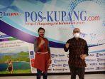 yos-sudarso-bersama-jurnalis-pos-kupang-michaella-uzurasi.jpg