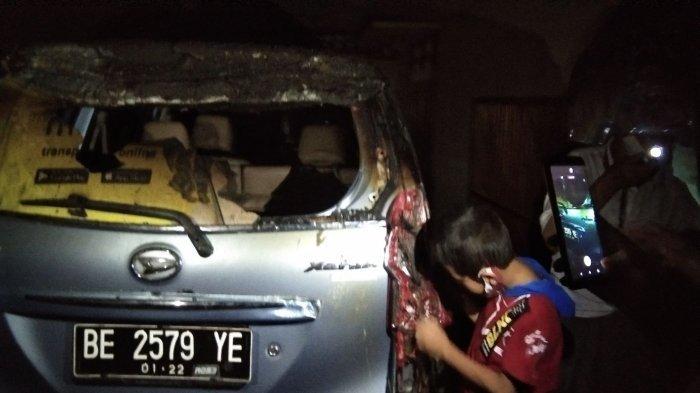 1 Mobil Terbakar di Rumah yang Ludes diJalan DR Harun 2