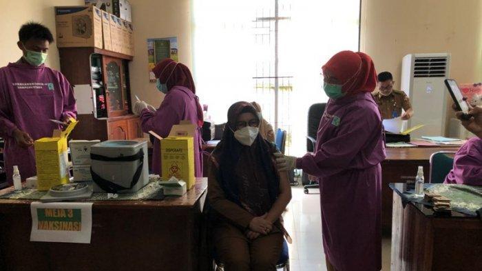 107 Pegawai Disdukcapil Lampung Utara Disuntik Vaksin Covid-19