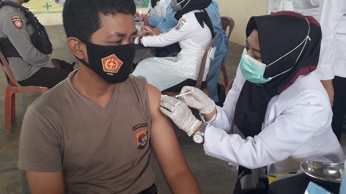 110 Personel Polres Way Kanan Terima Vaksinasi Covid-19