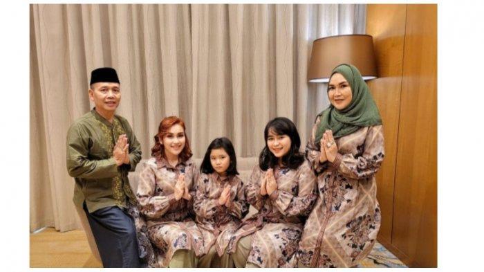 Potret keluarga Ayu Ting Ting di Hari Raya Lebaran
