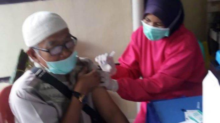 144 Calhaj Pesawaran Disuntik Vaksin Covid-19 sebagai Syarat Ibadah Haji