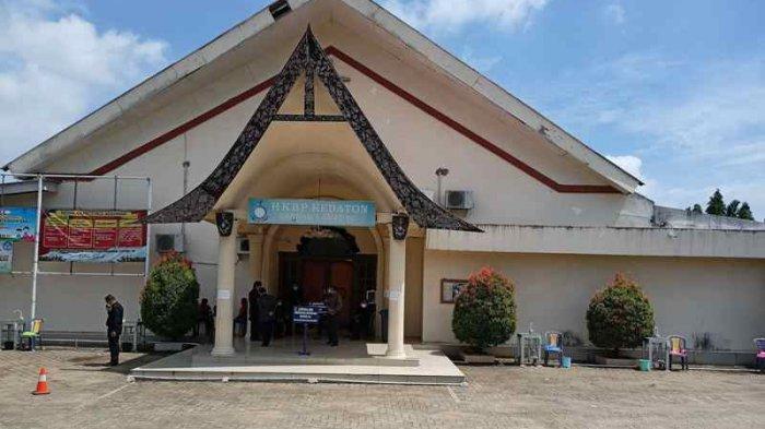 150 Umat Lakukan Misa Secara Offline di Gereja HKBP Kedaton dengan Mematuhi Protokol Kesehatan