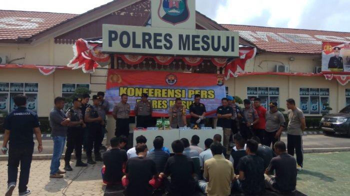 Lempar Zat Kimia Buat Mual Polisi, Bandar Narkoba Lolos dari Kepungan Petugas Polres Mesuji