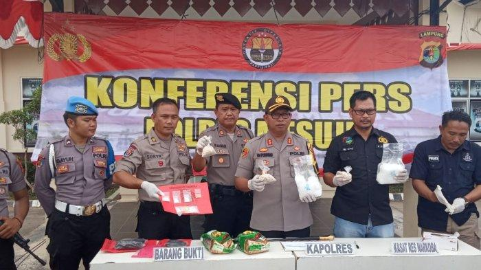 BREAKING NEWS - Polres Mesuji Gagalkan Pengiriman 2 Kg Sabu dan Ribuan Ekstasi asal Pekanbaru