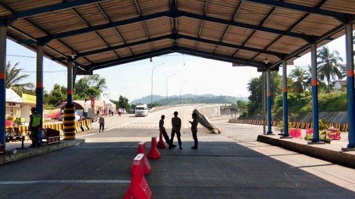 22 Penumpang Pejalan Kaki Menyeberang ke Pelabuhan Merak Banten