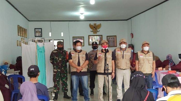 250 Warga Lampung Barat Divaksin di Kediaman Ketua DPRD Edi Novial