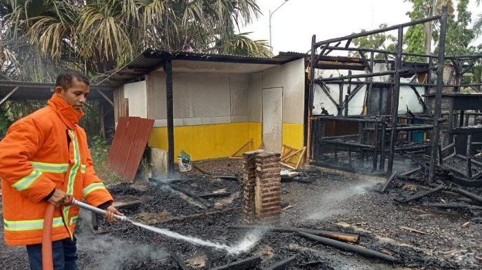 3 Unit Damkar Dikerahkan Padamkan Api di Mini Cafe Epapani Lampung Selatan