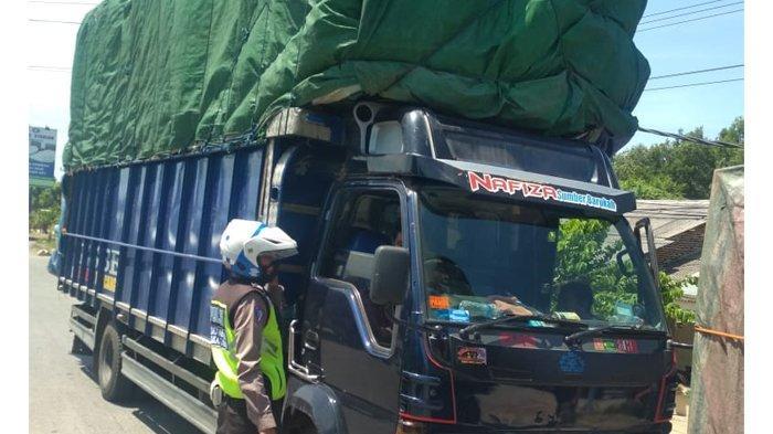 4 Kendaraan ODOL Ditertibkan Polisi di Jalan Soekarno Hatta, Bandar Lampung
