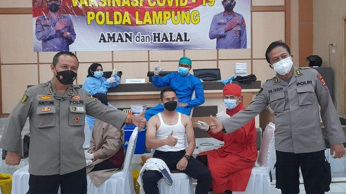 50 Pewarta Divaksinasi Covid-19 di Polda Lampung