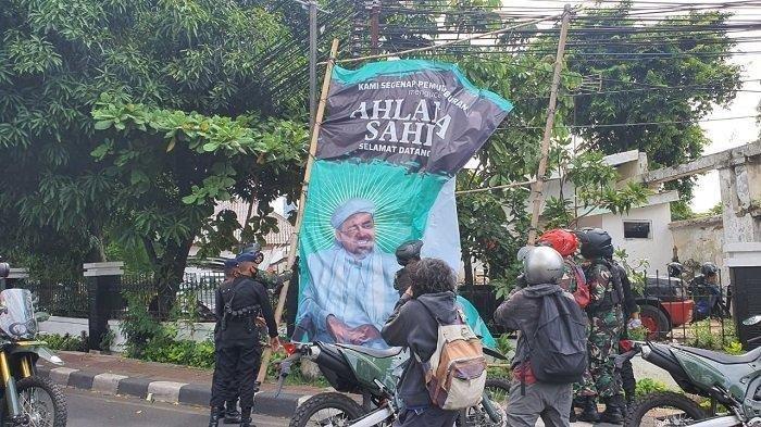 Aksi Copot Baliho Rizieq Shihab Meluas ke Sejumlah Kota di Indonesia