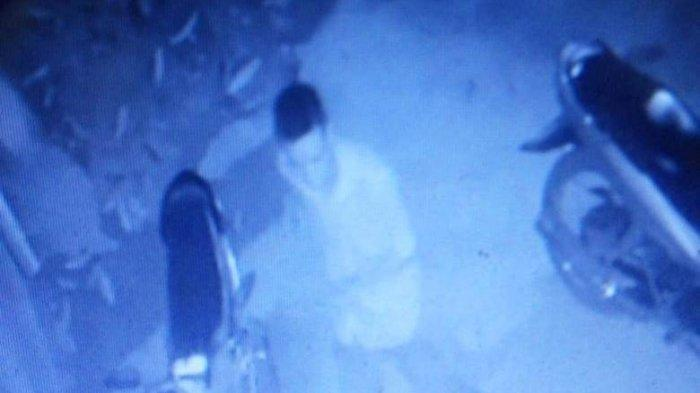 Detik-detik Curanmor di Kampung Baru, Pelaku Santai Saat Berpapasan dengan Jamaah