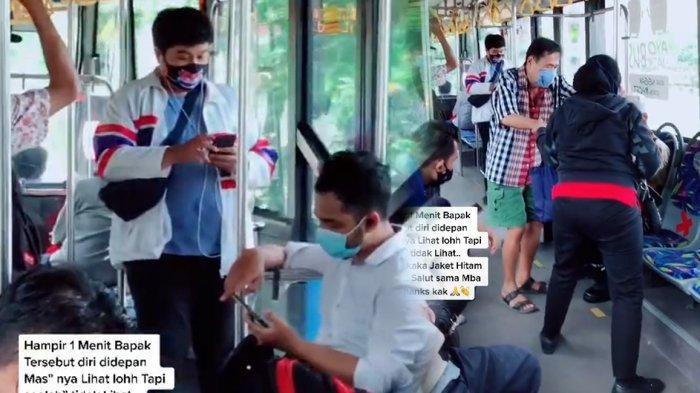 Viral Wanita Berikan Kursinya Pada Kakek di Transjakarta
