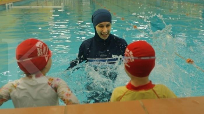 Arti Mimpi Berenang Di Kolam Renang, Pertanda Baik Atau Buruk?