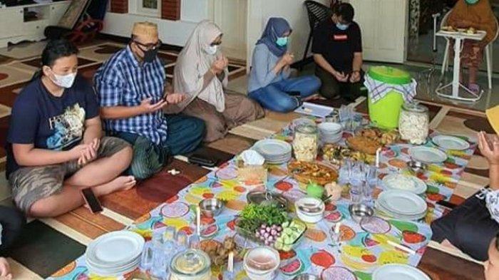 Politisi Golkar Lampung Andi Surya Rayakan Tahun Baru dengan Makan Bersama Keluarga