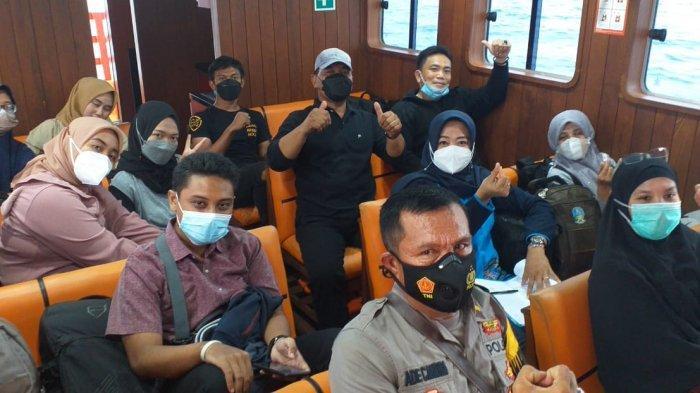 Bhayangkari Polres Lampung Selatan Beri Layanan Vaksinasi Warga Pulau Sebesi