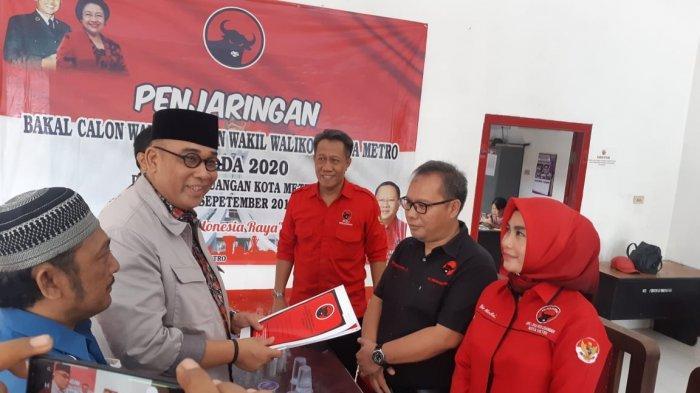 Anggota DPD RI Andi Surya Kembalikan Berkas Pendaftaran Balon Wali Kota PDIP Metro