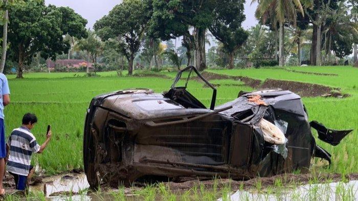 Anggota DPRD Lahat Kecelakaan Hebat, Mobilnya Rusak Parah