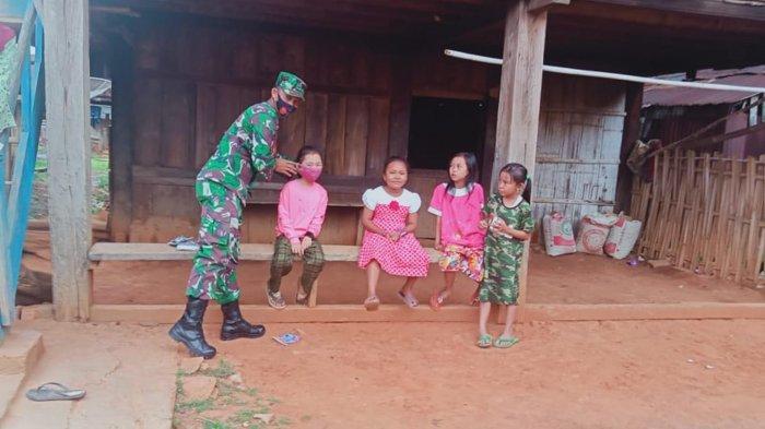 Anggota Koramil Banjit Serda Sutikno Ajak Warga Patuhi Prokes