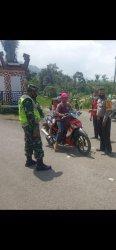 Anggota TNI di Lampung Barat Konsisten Pantau Posko PPKM Mikro