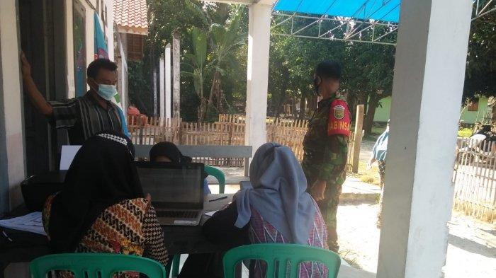 Anggota TNI di Pesisir Barat Lampung Sosialisasi Pentingnya Vaksinasi Covid-19