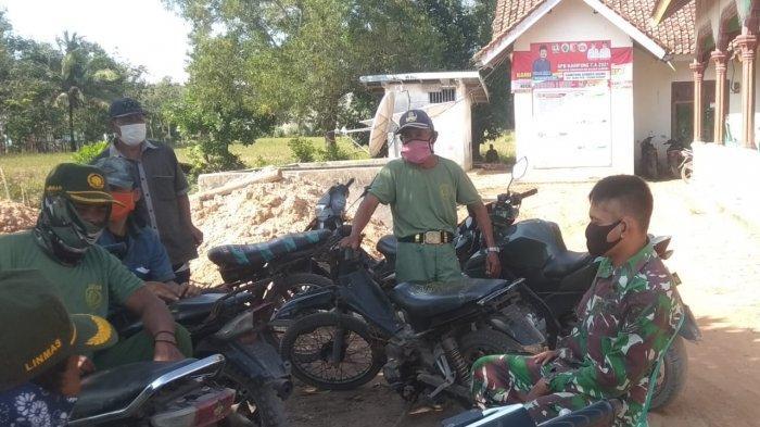Anggota TNI di Tulangbawang Minta Linmas Berperan Tegakkan Prokes