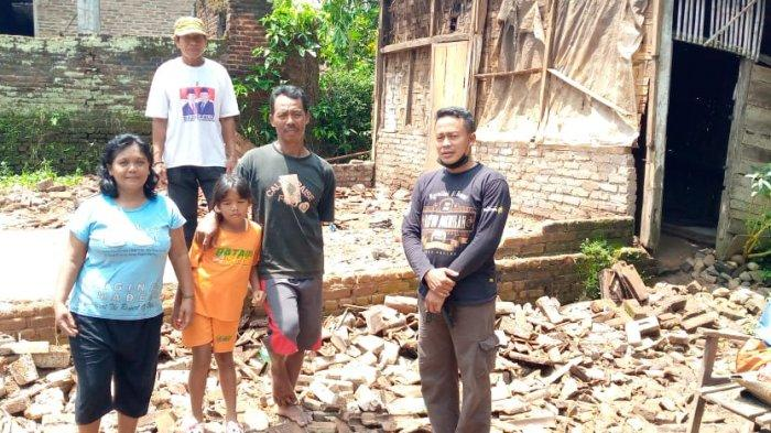 Korban Angin Kencang Tinggal di Tenda, Anggota DPRD Pringsewu Prihatin