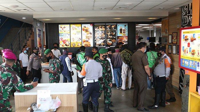 Antrean MCD Kedaton Dibubarkan Satgas Covid 19 Bandar Lampung