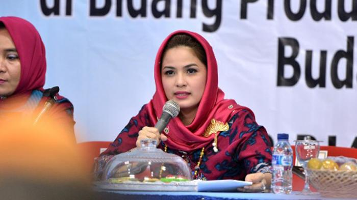 Wawancara Khusus dengan Istri Cantik Gubernur Lampung soal Buku 'Mengurai Indah Sulaman Lampung'