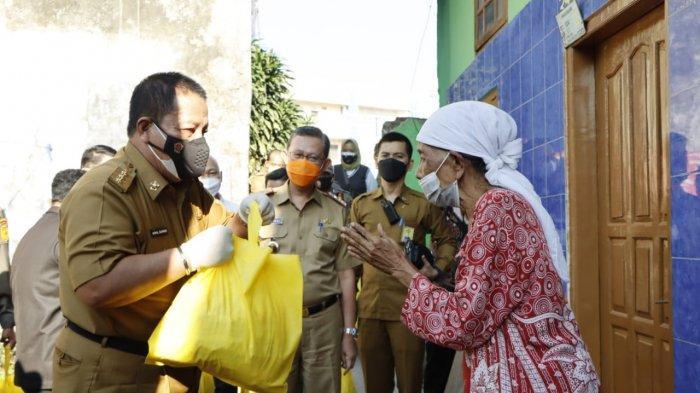 Gubernur Arinal Junaidi, Salurkan Bantuan Sembako kepada Warga yang Terdampak Pemberlakuan PPKM