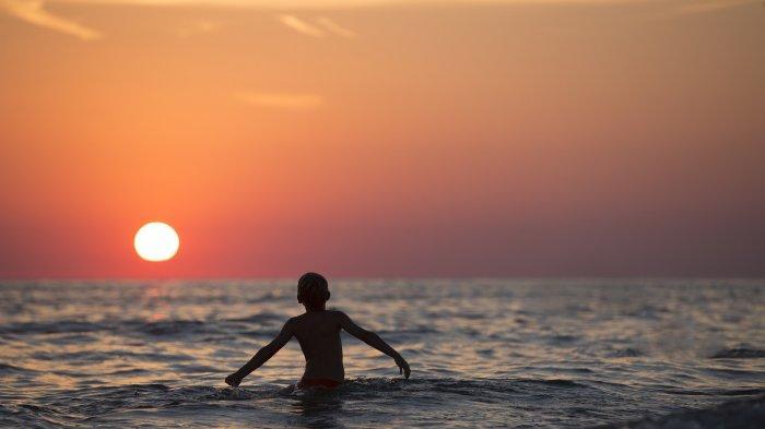 Arti Mimpi Berenang di Laut