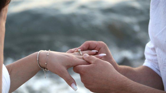 Arti Mimpi Dilamar Teman Lelaki, Pertanda Anda akan Mendapatkan Sesuatu yang Membahagiakan