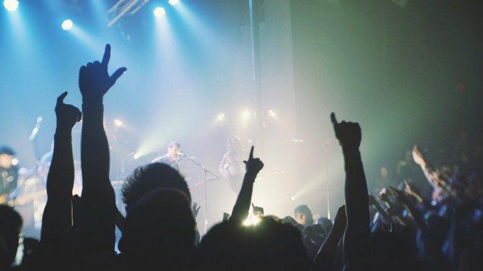 Arti Mimpi Diundang ke Konser, Pertanda Dapat Tawaran Bisnis