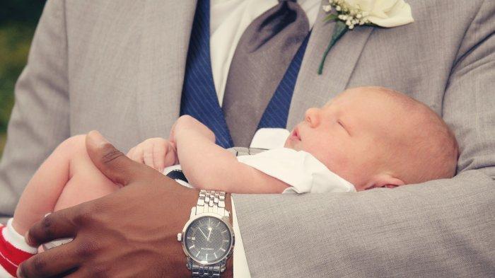 Arti Mimpi Menggendong Bayi Laki-laki, Pertanda Hal Baik