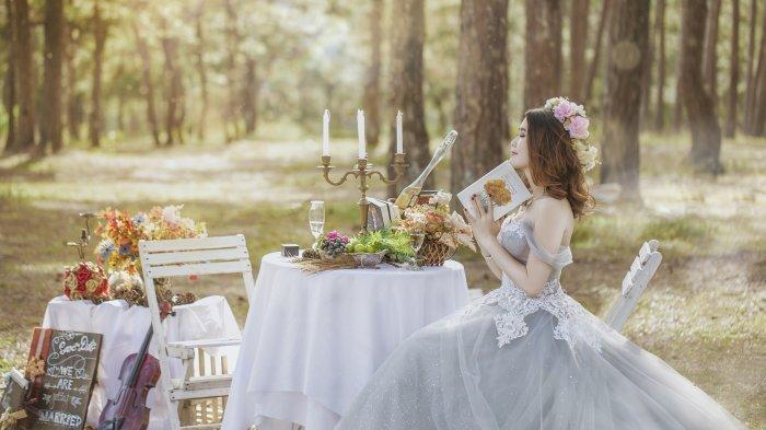 Arti Mimpi Pakai Baju Pengantin Selain Warna Putih, Warna Pink Pertanda Baik