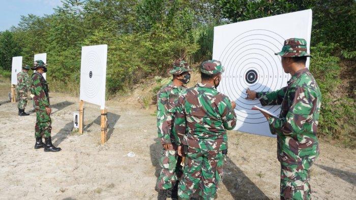 Asah Kemampuan, Prajurit Kodim 0426 Tulangbawang Latihan Menembak Senjata Ringan